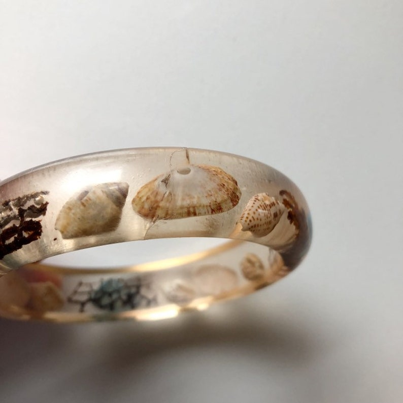 vintage boho shell bangle,Mermaid bracelet Vintage clear lucite shell bangle vintage beach bangle vintage acrylic shell bangle