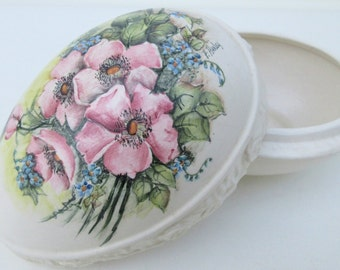 Vintage Ceramic Box   Ceramic Egg   Storage Box   Egg Box   Catch All   Hand Painted Box   Jewelry Keeper   Ring Box   Easter Decoration