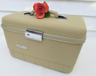 Vintage Train Case | Traincase | Makeup Organizer Case | 1970s Luggage | Cosmetic Tray | Large Mirror | Original Key
