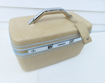 Vintage Train Case | Makeup Case | Samsonite Silhouette | Butter Yellow Bag | Carry On Tote | Tray Key Mirror | Train Case with Key