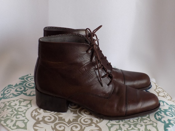 Vintage Brown Leather Lace Up Boots  Size 7.5