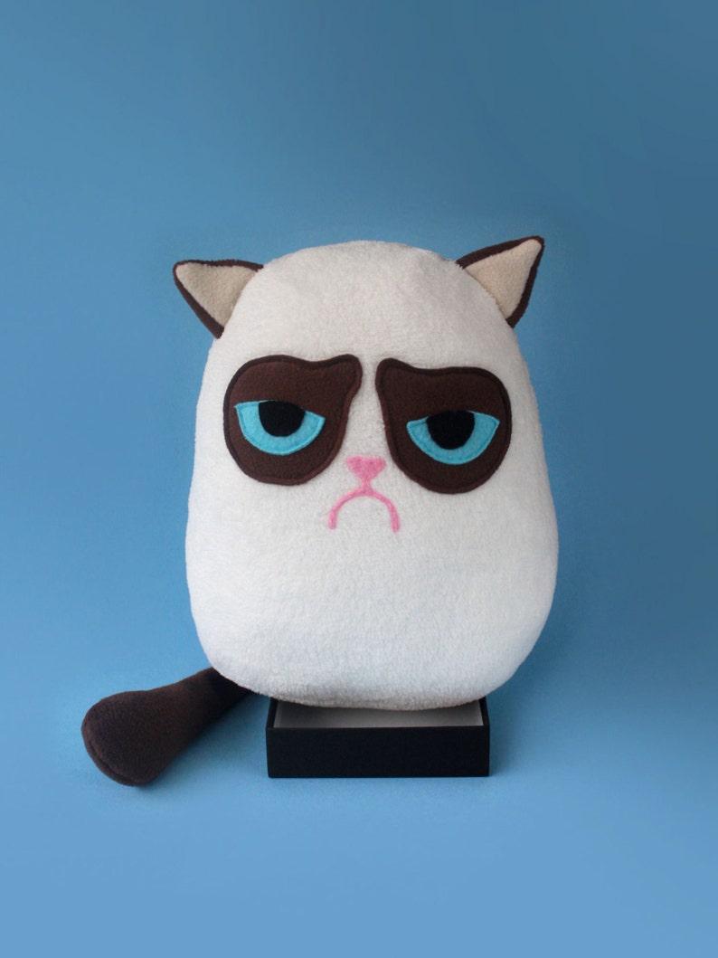GRUMPY CAT plush toy image 0