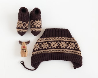 Knitted baby cap and socks with jacquard. Brown and camel. 100% Merino wool. Christmas time.