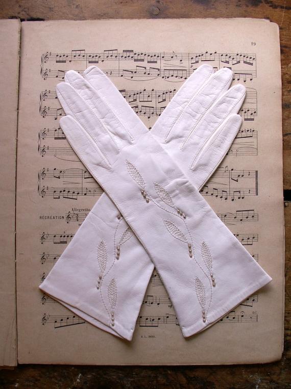 Vintage White Leather Beaded Ladies Gloves - Weddi