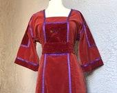 70 39 s Vintage Terra Cotta Velvet Hippie Boho Floral Dress W violet ribbons med.