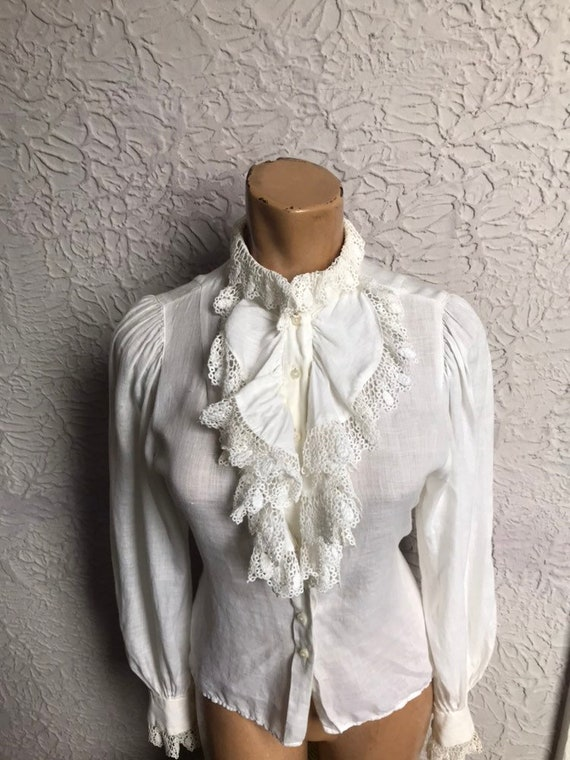 70's/80's Vintage White Linen & Lace Ruffle Blouse