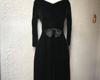 60's Vintage Suzy Perette Black Curvy Velvet Dress small