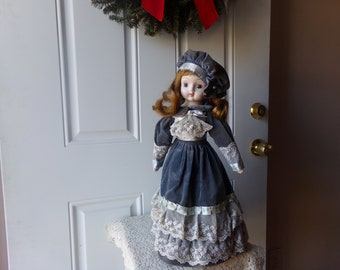 Vintage Collectible Doll - Porcelain, Hand-Painted, French Lace, Antique Store, Civil War Style, Gift Idea, 25 t0 50 Years Old:  Coll-108