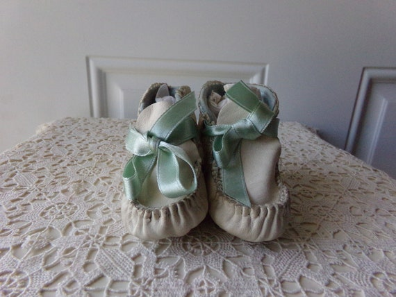 Antique Baby Shoes White Leather, 75 to 100 Years Old, Vintage Blue Ribbon, Upscale Antique Baby Shoes, Gift Idea, Collectible: CB 101