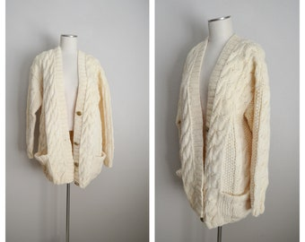 vintage 80s long ivory wool cardigan / slouchy oversized wool ivory fisherman style button down cardigan / medium to large pocket cardigan