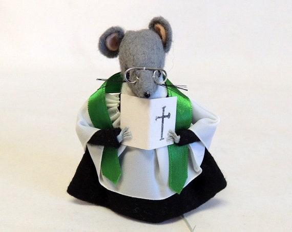 "Vintage Elnglish Hand Made Felt Mouse Pastor Minister ""VICAR OF LYMESWOLD"""