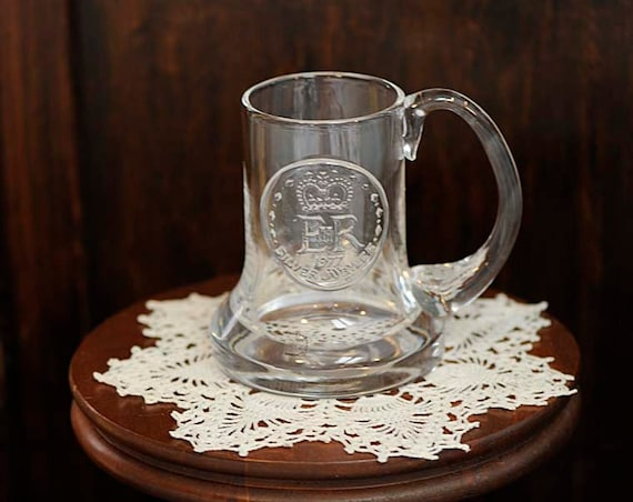 Vintage 1977 QUEEN ELIZABETH II Glass  Silver Jubilee Mug.. Dartington