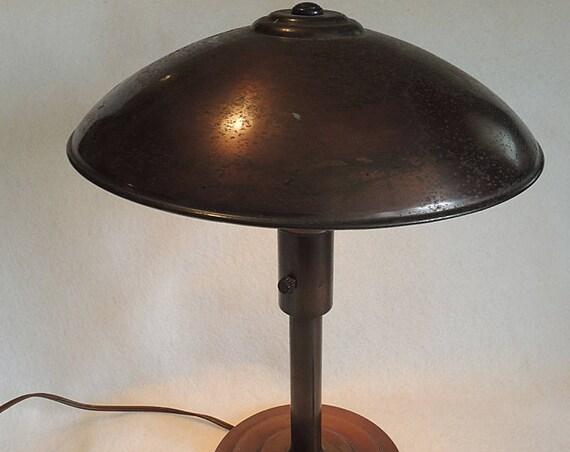 Vintage Sheaffer Pen Co Flying Saucer Art Deco Desk Lamp With Pen Holder.. UFO.. Atomic