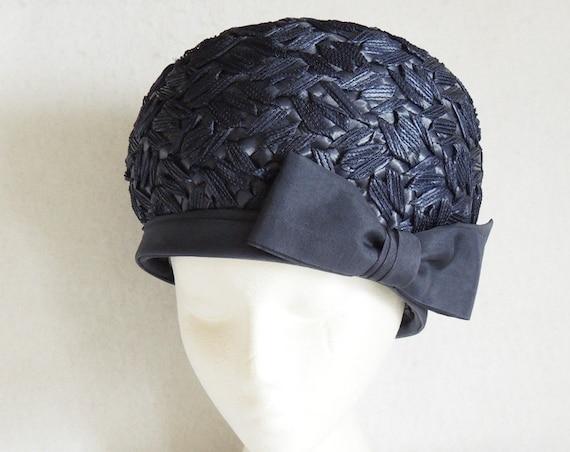 Vintage 1960s Woven Straw Navy Bouffant Bucket Cloche Hat & Lipmans Box