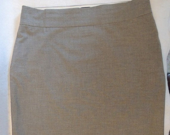 Old Navy Stretch Straight Pencil Skirt.. Size 12.. Grey Poly/Rayon Blend
