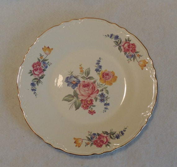 "Vintage Scio Pottery 9.25"" Luncheon Plate In Hazel Pattern.. Cottage Floral USA"