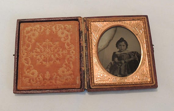 Antique 1850s Ambrotype Photo Young Girl.. Constitution & Union Mat Leather Case