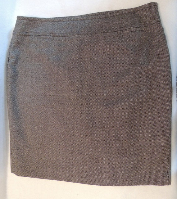 Jones New York Straight Pencil Skirt.. Size 14.. Wool Blend Tweed.. EUC