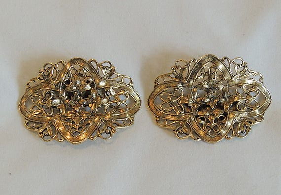 Pair Of Vintage Women's MUSI Signed 1950's Filigree Goldtone Shoe Clips
