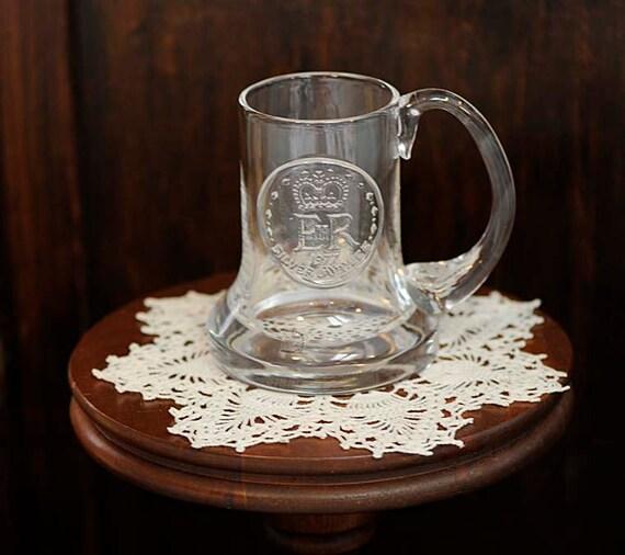 Vintage 1977 QUENE ELIZABETH II Glass  Silver Jubilee Mug.. Dartington