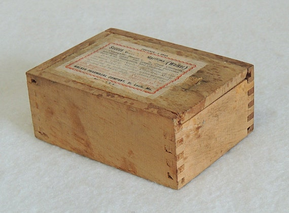 Vintage Succus Cineraria Maritima Wood Quack Midicine Box.. Walker Pharmacal Co