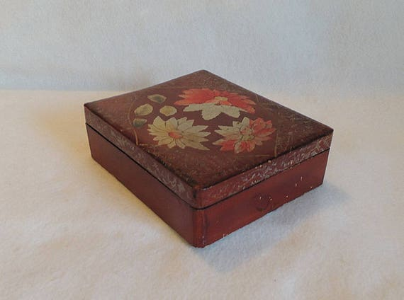 Vintage Wood Hand painted Lacquered Box.. Floral design.. Made In Japan