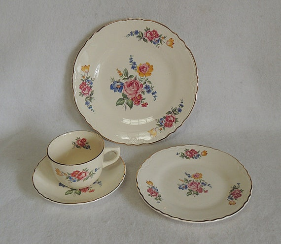 Vintage Scio Pottery 4 Piece Place Setting In Hazel Pattern.. Cottage Floral USA (#2)