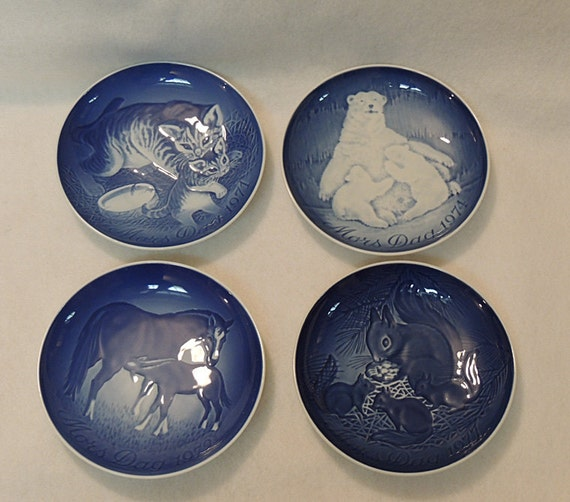 4 B & G Bing And Grondahl Copenhagen Mothers Day Plates.. 1971, 1972, 1974 And 1977