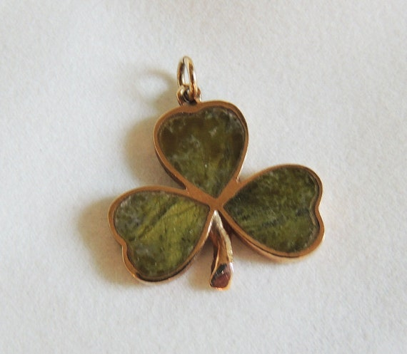 Vintage Chalcedony & 9K Gold Clover Pendant For Necklace Or Bracelet.. 3.5 Grams