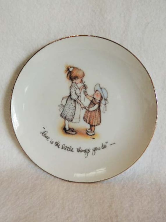 Holly Hobbie Porcelain Plate 1973.. Love Is The Little Things You Do.. Two Girls