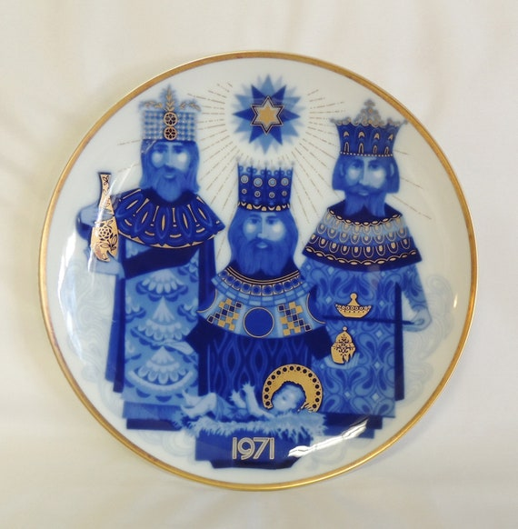 "Vintage Mid Century 8"" Art Pottery Stoneware Rimmed Plate.. Artist Signed"