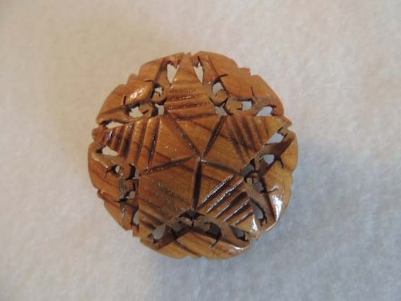 Vintage CARVED WOOD PIN Brooch... Star Design