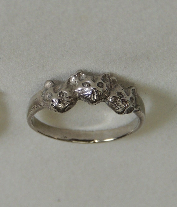 Sterling Silver 925 Cat / Kitten Ring.. Size 5.. Pinky / Childs