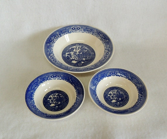 3 Vintage Blue Willow USA Mid Century Bowls.. 2 Cereal & 9.25 Inch Serving Bowl