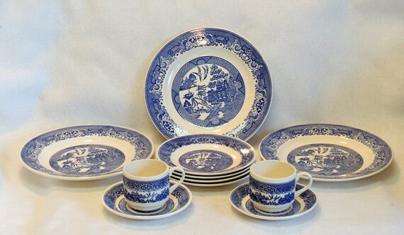 11 Pcs Vintage Blue Willow Royal USA.. Plates, Cups & Saucers