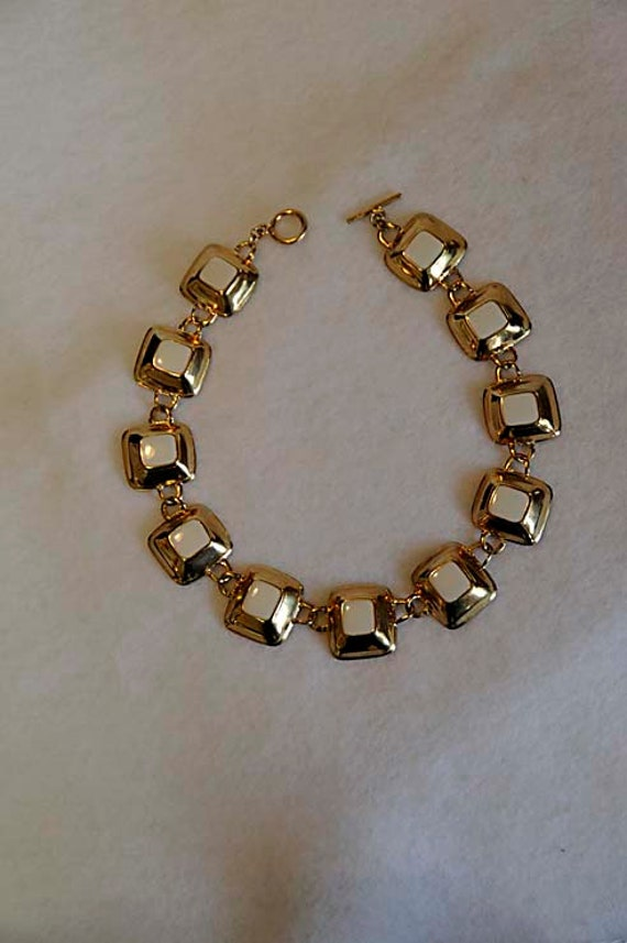 Fun Retro GEOMETRIC CUBE NECKLACE.. Goldtone Metal With White Enamel Squares