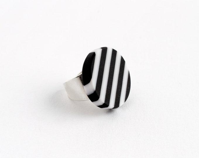 Street Lines Black & White Ring