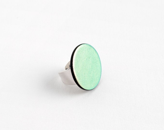 Green-Pink Dichroic Ring