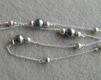 Beautiful Wire Wrap Glass Pearl Necklace