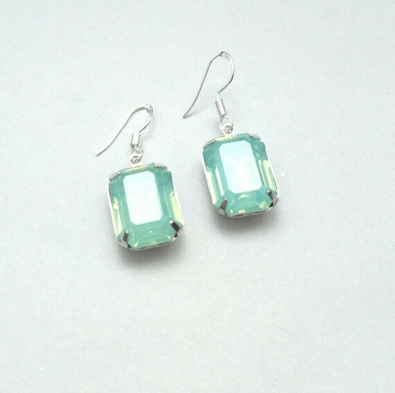 Jewels House Light Green Faceted Gemstone Silver Plated Handmade Dangle Drop Earrings
