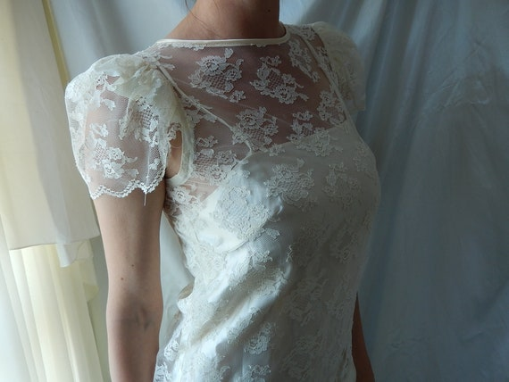 Cream Lace Wedding Dress - Chantilly Lace Boho Wed