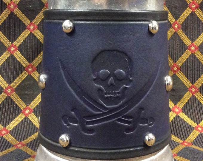 embossed leather pirate skull and crossed swords design 36 oz tankard