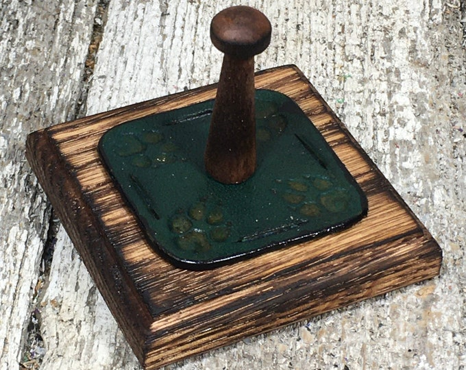 Leather and oak wood ring holder wolf paw teal