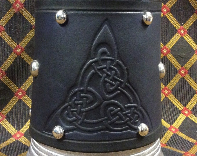 embossed leather celtic triangle knotwork design 36 oz tankard