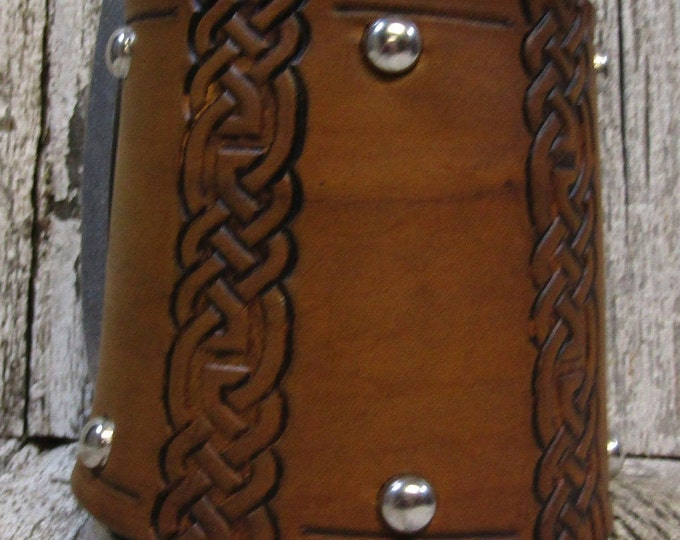 Celtic lines leather covered 16 oz tankard