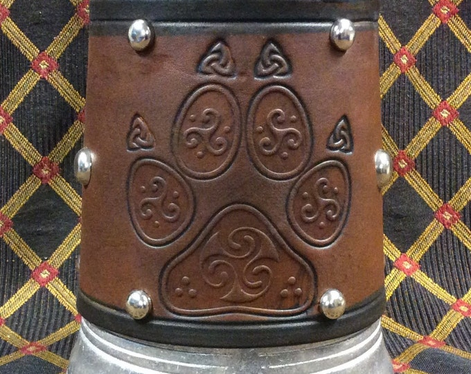 embossed leather celtic woolf paw design 36 oz tankard