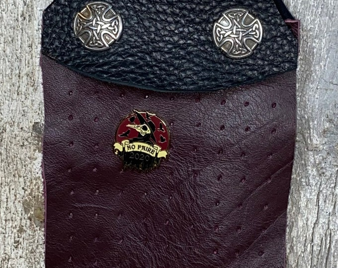 Leather Faire Pin badge holder favor