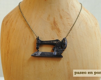 """Brooch or Necklace  """"Sewing Machine"""""""