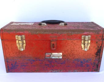 SHABBY RED TOOLBOX