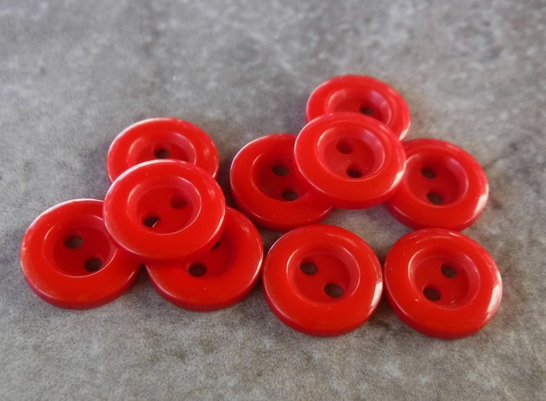 10 Red Slick Bubble Rim Round Buttons Size 716